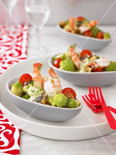 Romanesco broccoli salad with prawns