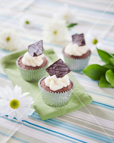 Cupcakes decorated with mint thins