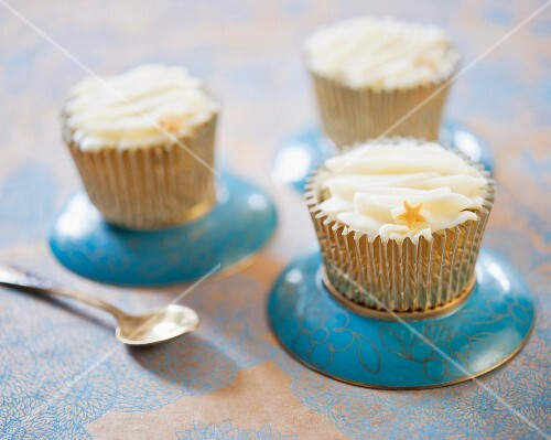 Vanilla cupcakes with small fondant stars