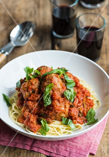 Spaghetti with beef meatballs in tomato sauce