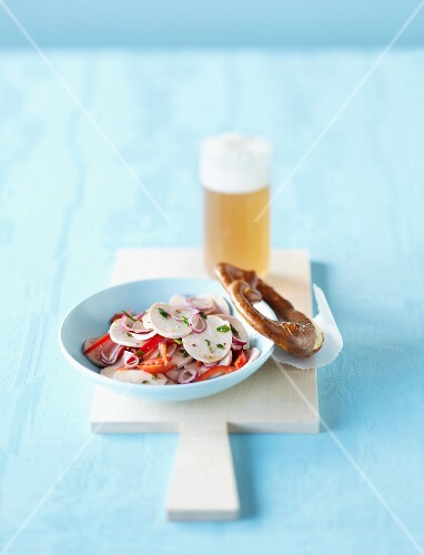 Turkey sausage salad with peppers and a pretzel