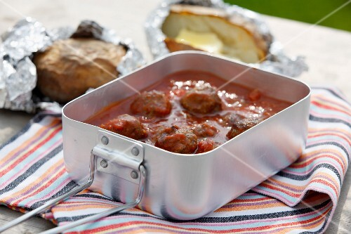 Grilled meatballs in tomato sauce