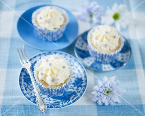 Cupcakes with vanilla cream