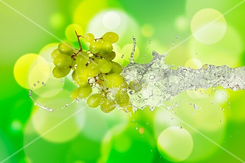 Green grapes with a splash of water