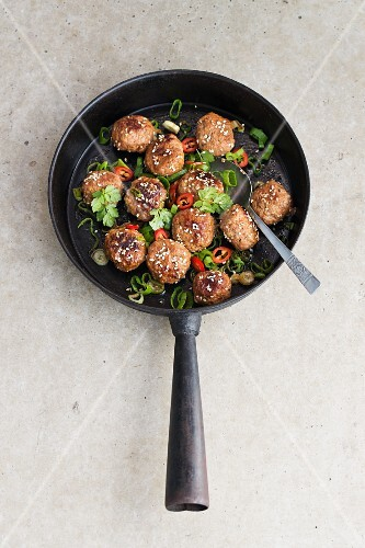 Fried meatballs with chilli and coriander (Asia)
