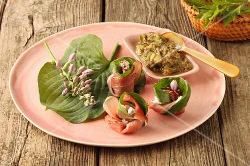 Ham and herb rolls with a vegetable dip