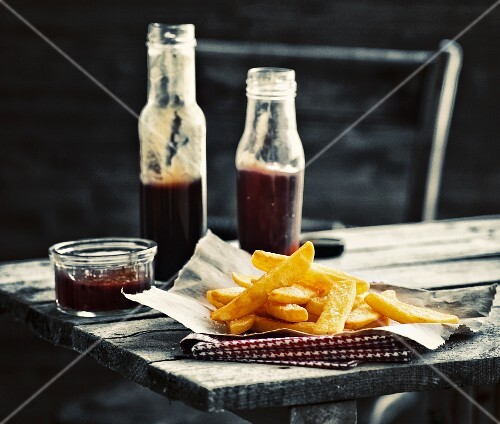 Steakhouse chips with sauce on a rustic wooden table