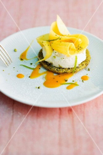 A mango and mascarpone tartlet with pepper