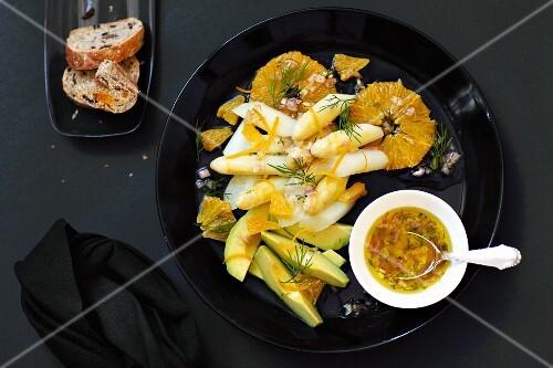Asparagus salad with oranges and avocado