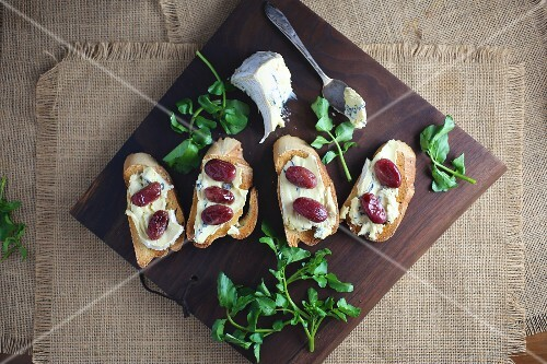 Crostini topped with blue cheese and roasted grapes