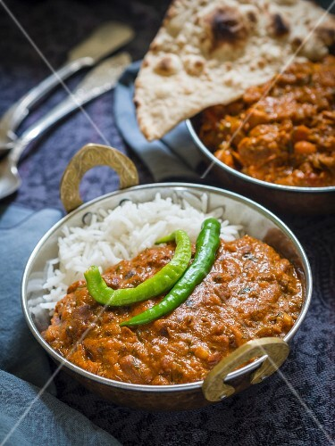 Dhal makhani (Indian lentil dish) with rice and unleavened bread