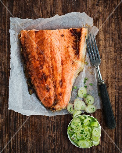 Flame grilled salmon with leek (seen from above)