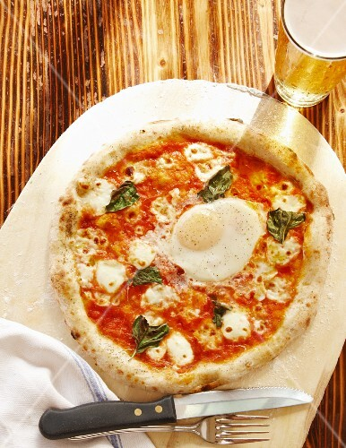 Pizza Margherita with a fried egg (seen from above)