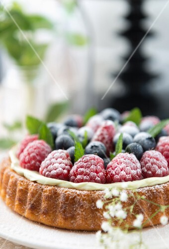 A summer berry tartlet (close-up)