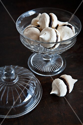 Chocolate-filled meringues in a glass