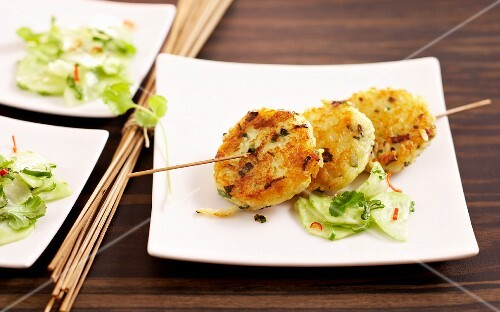 Rice cakes with a spicy cucumber salad