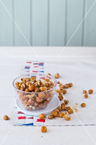 Chickpeas with a Parmesan coating as a snack for kids