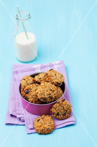 Oat cookies in a tin with milk
