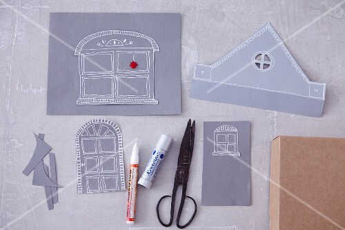 Craft utensils for making a paper house (Christmas)