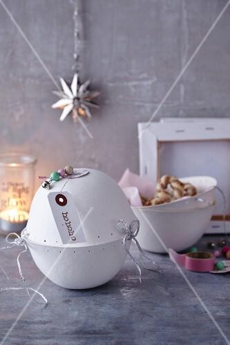 Spekulatiusbrezeln (German Christmas shortcrust biscuit pretzels)