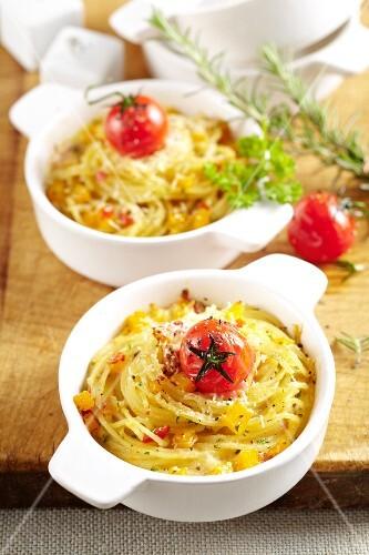 Spaghettiauflauf mit Kürbis und Tomaten