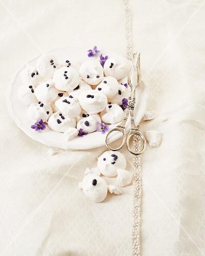 Violet meringues
