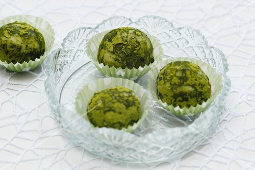 Matcha pralines with white chocolate