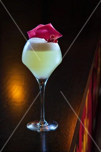 A cocktail made with vodka and lemon on a bar (Buddha-Bar Hotel, Paris)
