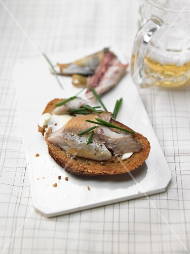 Smoked fish on grilled bread with chives