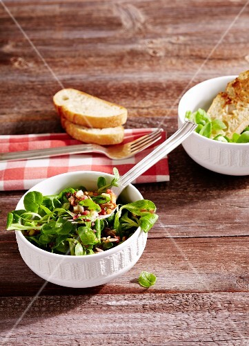 Lamb's lettuce with bacon and croutons