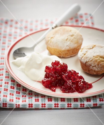 Redcurrant jam with elderflower syrup