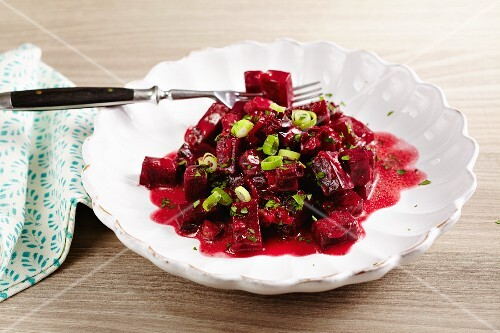 Beetroot medley with spring onions