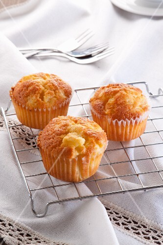 Lemon muffins with pears
