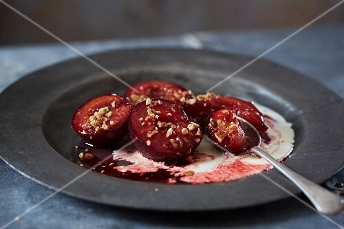 Baked plums with chopped hazelnuts