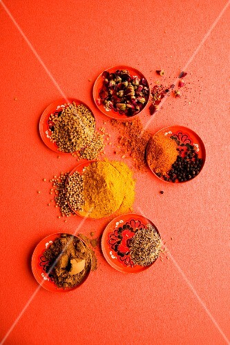 Ingredients of cinnamon spice mix