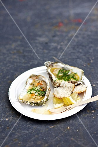 Grilled oysters with lemon and parsley