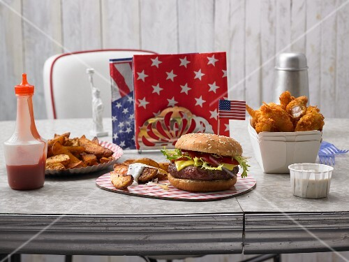 A hamburger, chicken tenders and country potatoes (USA)