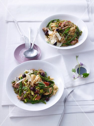 Pasta puttanesca with asparagus