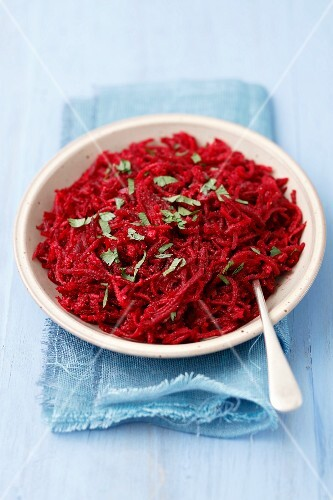 Beetroot salad with red onions