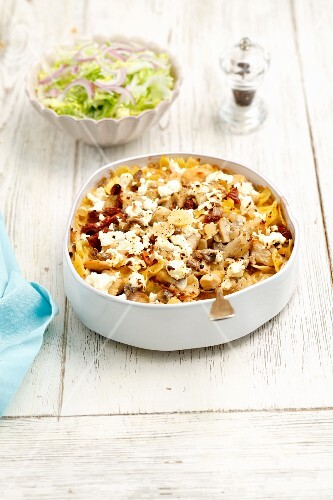 Farfalle bake with chicken, mushrooms, dried tomatoes, cream and feta cheese