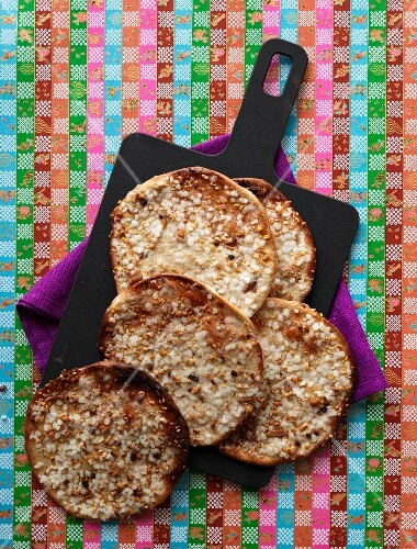 Flatbread with sesame seeds and aniseed