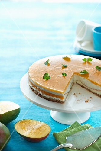 Cheesecake with mango and mint