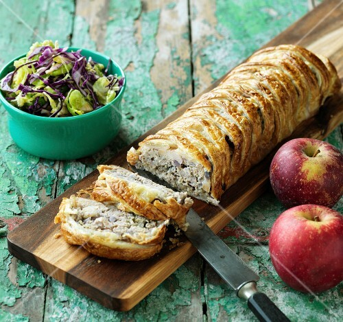 Puff pastry strudel with pork, onions and apples