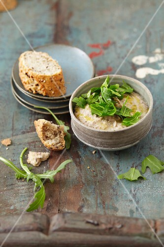 Vegan chestnut hummus with rocket