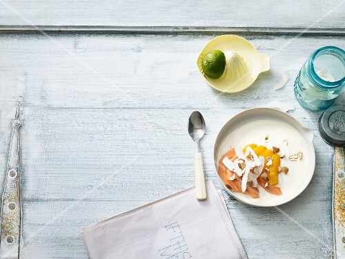 Lime yoghurt with papaya and orange (low carb)