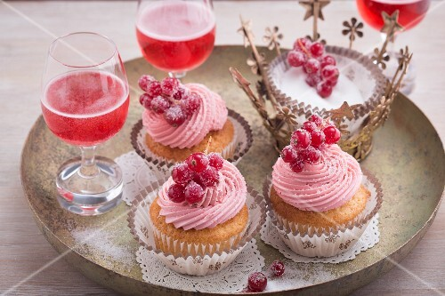 Kir Royal cupcake with redcurrant topping