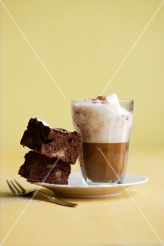 A cappuccino with brownies