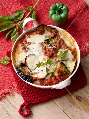 Aubergine and mozzarella bake
