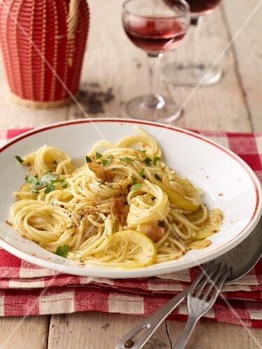 Spaghetti aglio e olio (pasta with olive oil and garlic, Italy)