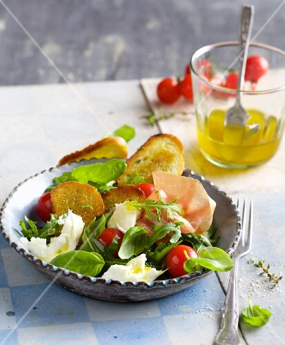 Bread salad with mozzarella and San Daniele ham